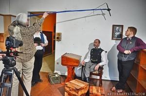 Stefan (links im Bild) im Einsatz für eine bessere Welt mit Dampf-Mikrofon
