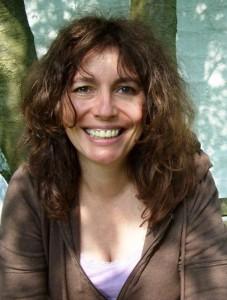 Die Autorin Henni Decker