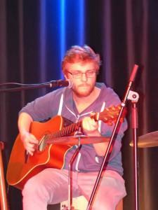 Jan spielt Gitarre